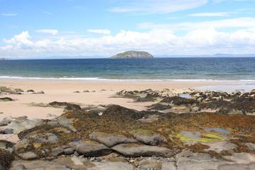 scogliera e spiaggia scozia