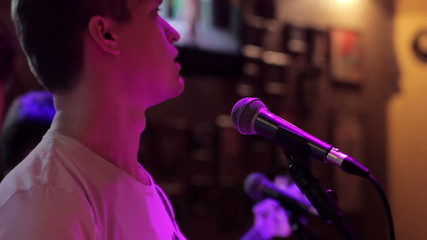 The soloist sings in a nightclub