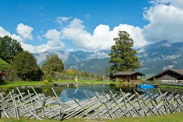 Schwimmteich in alpiner Landschaft