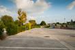 Posteggio auto, parcheggio pubblico, automobili parcheggiate - 73057370