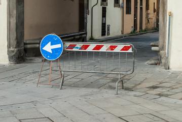 Transenne, lavori in corso, strada sbarrata