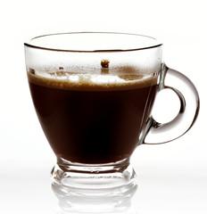 caffè caldo in tazza di vetro