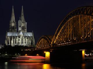 Deutschland, Köln, Deutzer Brücke und Kölner Dom
