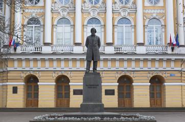 Памятник Константину Дмитриевичу Ушинскому в Санкт-Петербурге