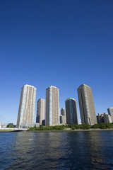 隅田川岸の高層マンション