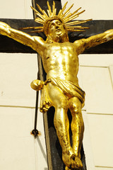 jesus on the cross gold 2