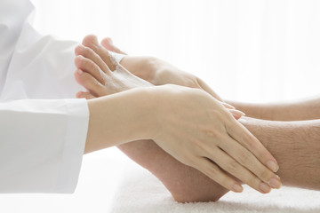 Person who receives a foot massage