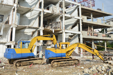 Machine for Demolish or Pull Down Building Structure