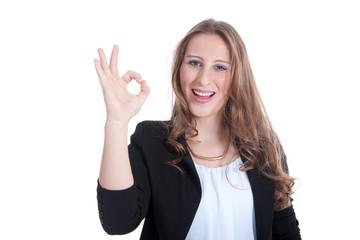 Junge sympathische Frau zeigt alles ok und lacht