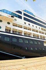 Crucero de lujo en el puerto de Sevilla, Andalucía, España