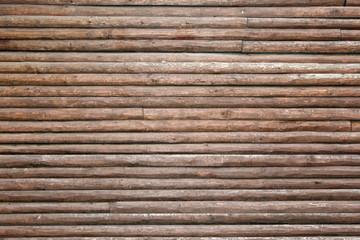 Holzstämme schmal