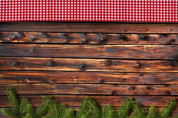 Karostoff vor Holz