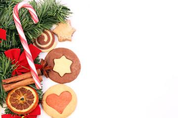 Tannengrün mit Weihnachtsplätzchen