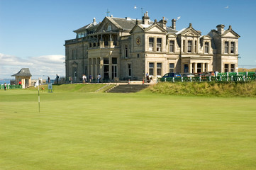 St Andrews 18th Green and Clubhouse