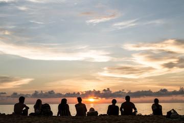 Sonnenuntergang mit Freunden