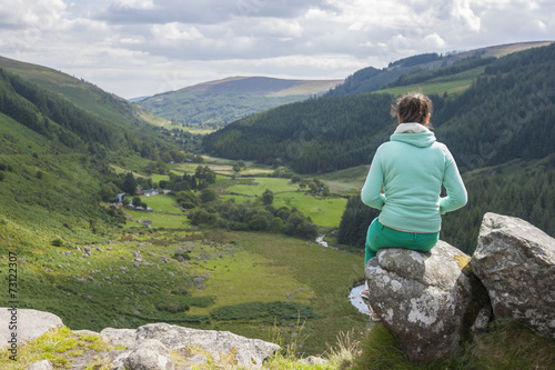 canvas print picture Woman looking at the valley