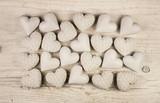 Fototapety Weiß beige Herzen auf Holz Hintergrund: Trauer, Liebe, Tod