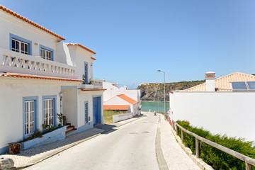 Algarve: Praia de Odeceixe, Beach and village by the sea