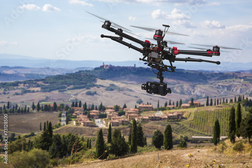 Poster Cultuur Flying drone in the skies of Tuscany