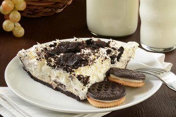 Cookies and cream pie with milk