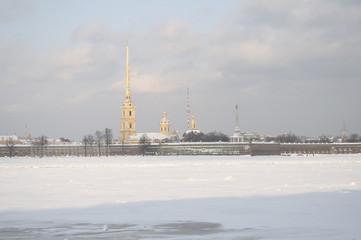 Вид на Петропавловскую крепость зимним днем