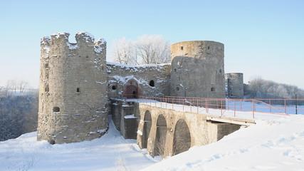 Копорская крепость. Мост и воротные башни