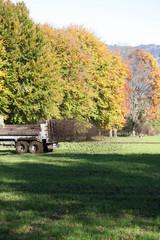 traktor beim düngen