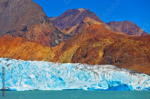 Foto op Aluminium Gletsjers Excursion to the white-blue glacier