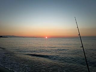 Pesca all'alba sulla costa ligure