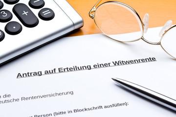 Antrag Erteilung Witwenrente Taschenrechner Stift
