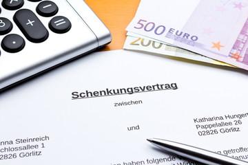 Schenkungsvertrag Taschenrechner Geldscheine Kuli