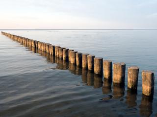 Buhnenreihe in der Ostsee