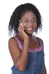 Junge afrikanische Frau telefoniert