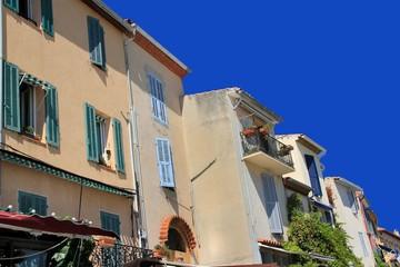 Façades d'immeubles à Cassis.
