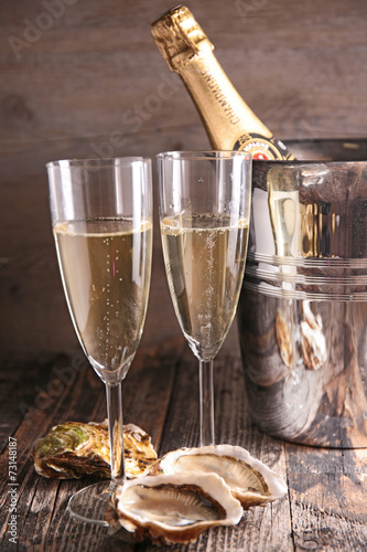champagne and oyster - 73148187