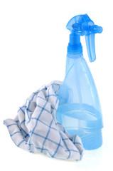 Spray de vinaigre blanc et chiffon