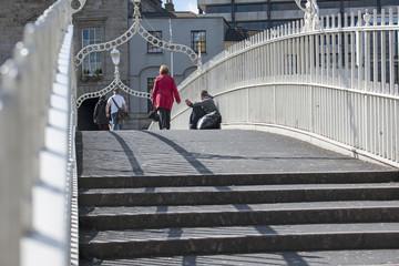 Bettler auf Ha'Penny Brigde in Dublin