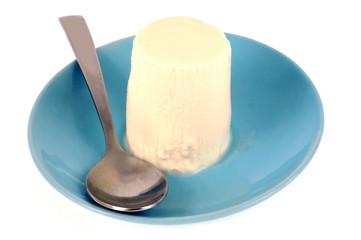 Petit suisse dans une petite assiette