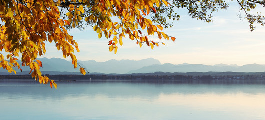 Starnberger See mit Blick uzur Zugspitze