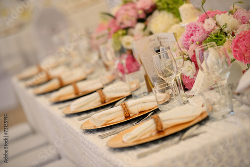 Beautiful table setting - 73155914