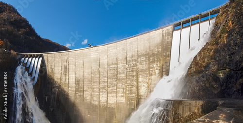 Aluminium Dam Dam of Contra Verzasca, spectacular waterfalls