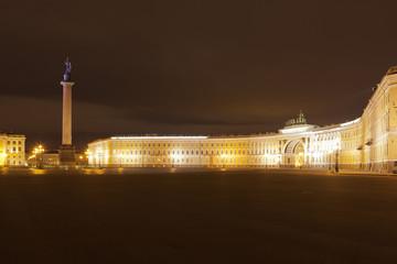 Санкт-Петербург, Россия. Дворцовая площадь осенней ночью