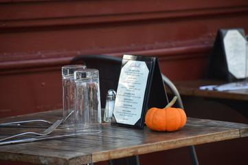 table de restaurant en terrasse