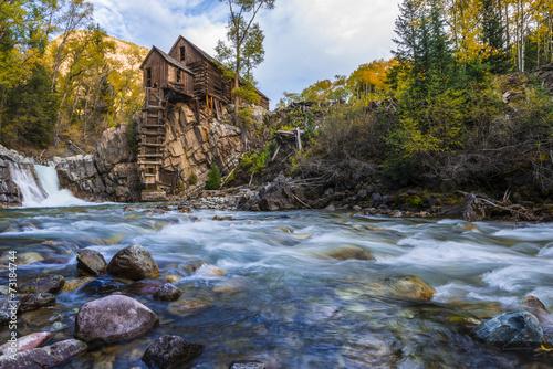 Papiers peints Phare Autumn in Crystal Mill Colorado Landscape