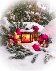 verschneite Weihnachtsdeko