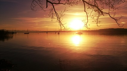 Sonnenuntergang am see Segelboote
