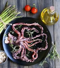 Fresh squid with an asparagus
