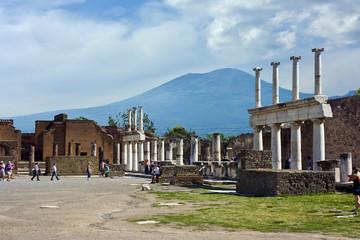 Pompeii forum and Vesuvio in the background