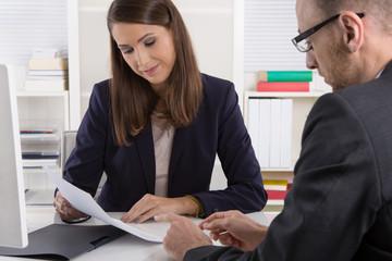 Situation Kundenberatung: Berater und Kunde im Gespräch