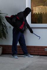 Thief before burglary
